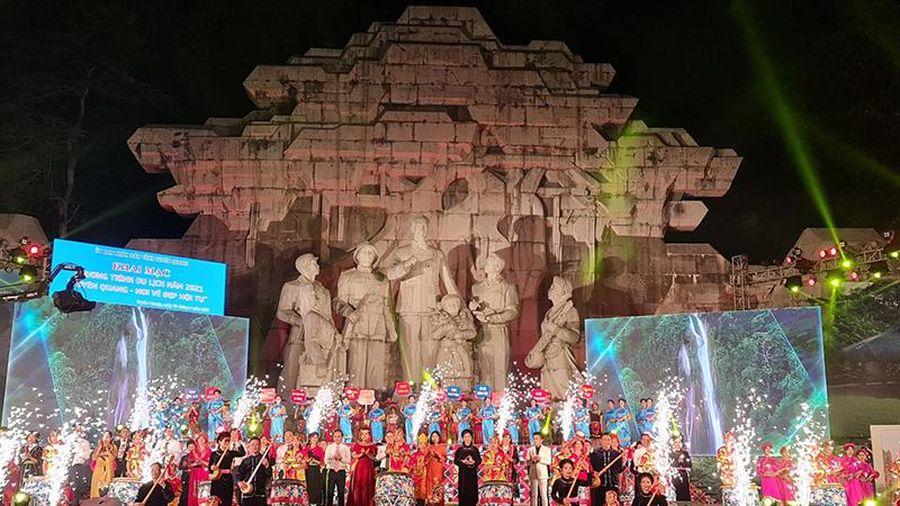 Khai mạc chương trình du lịch 'Tuyên Quang - Nơi vẻ đẹp hội tụ'
