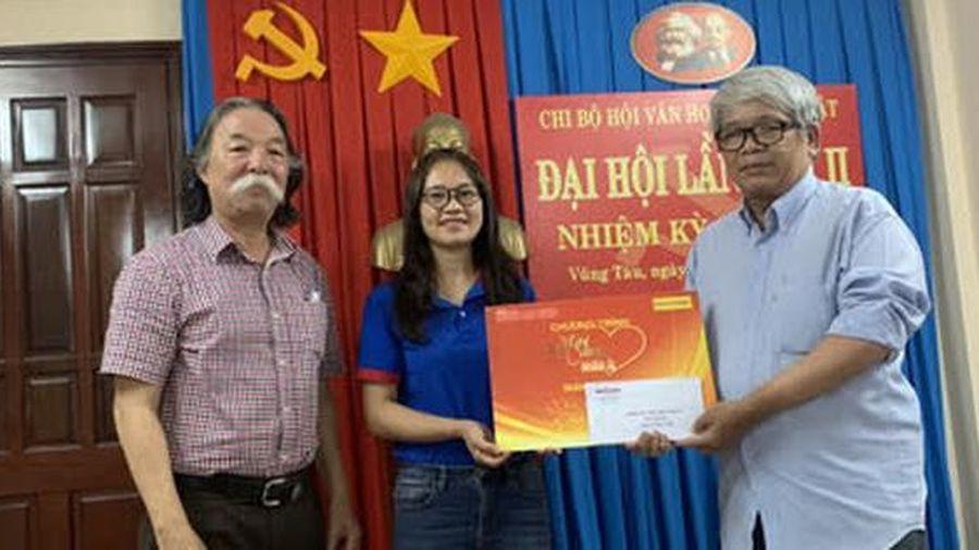 'Mai Vàng nhân ái' thăm nhạc sĩ Hoài Nhơn