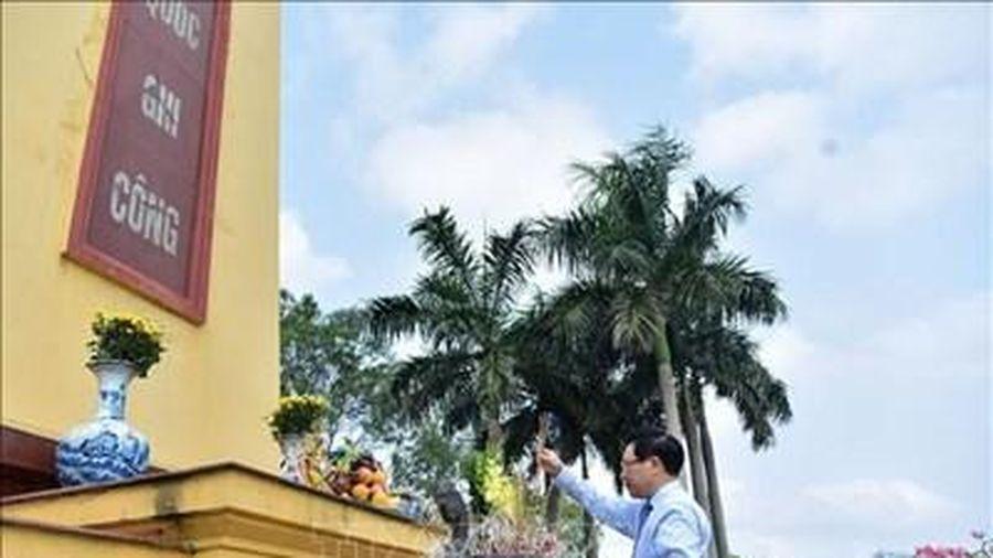 Dâng hương tưởng niệm 100 năm Ngày sinh đồng chí Nguyễn Cơ Thạch