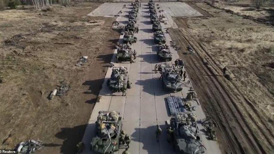Nga tung video tập trận quân sự rầm rộ ở Crimea với lượng khí tài khổng lồ