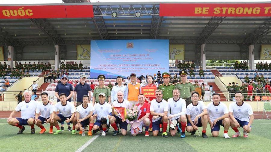 Sôi nổi giải bóng đá giao hữu quốc tế do Cục Đối ngoại tổ chức