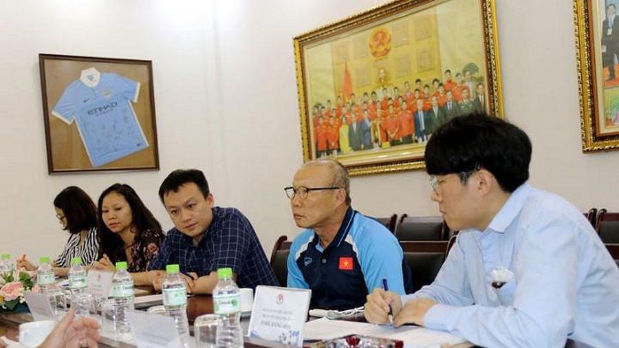 HLV Park Hang seo: 'Cầu thủ cần có hồ sơ y tế'