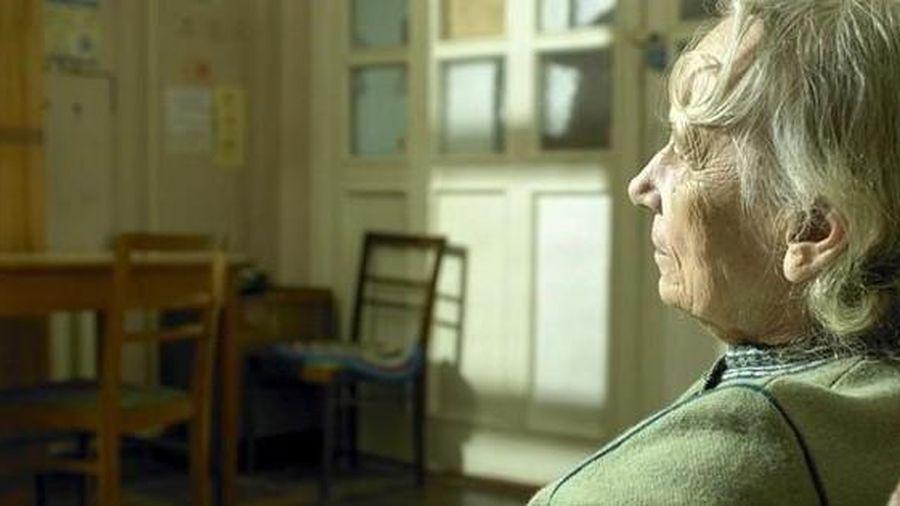 Cụ bà lừa cảnh sát đến nhà vì quá cô đơn khiến cộng đồng mạng thương cảm