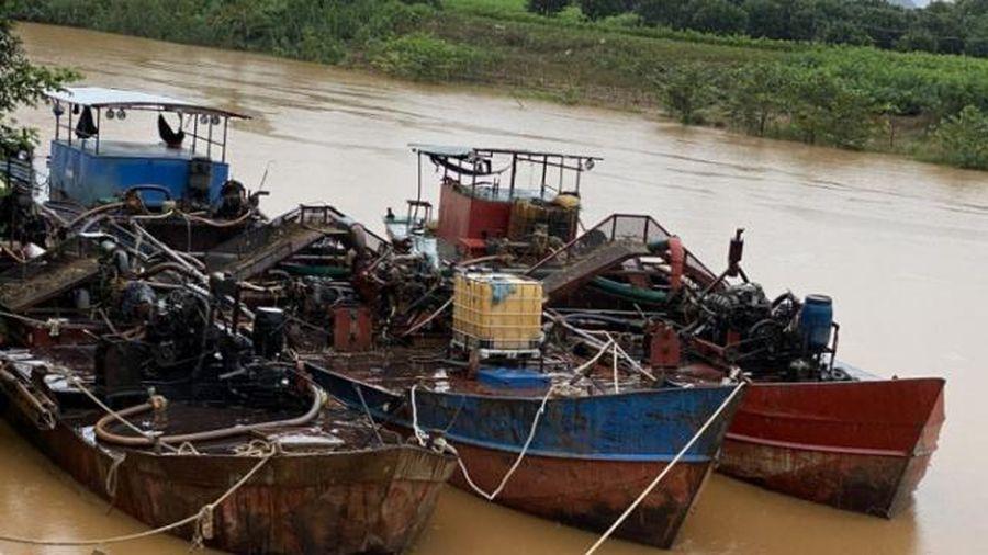 Đắk Nông: Bắt các đối tượng khai thác cát trái phép trên sông