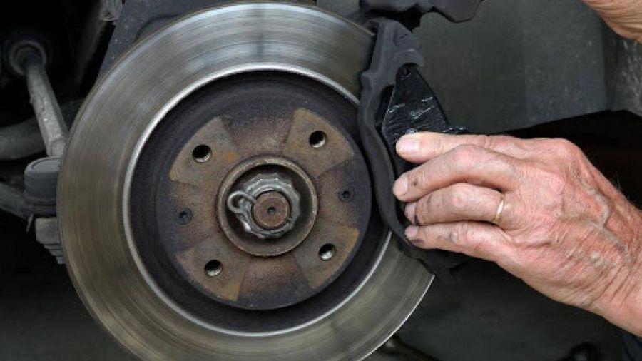 Khi nào cần phải thay má phanh ô tô để đảm bảo an toàn?