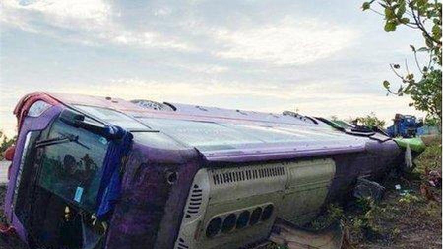 Đắk Lắk: Lật xe khách giường nằm, hơn 40 người bị thương