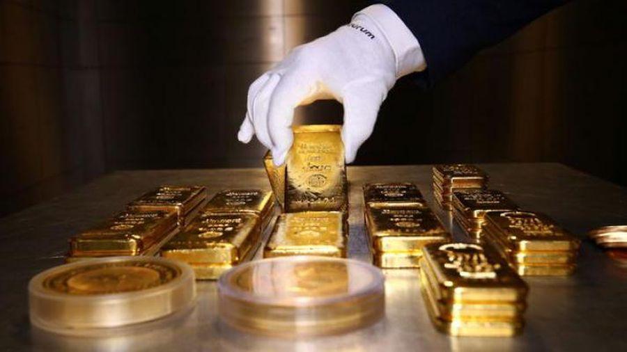 Giá vàng miếng sụt 200.000 đồng/lượng, USD tự do vọt lên 23.750 đồng