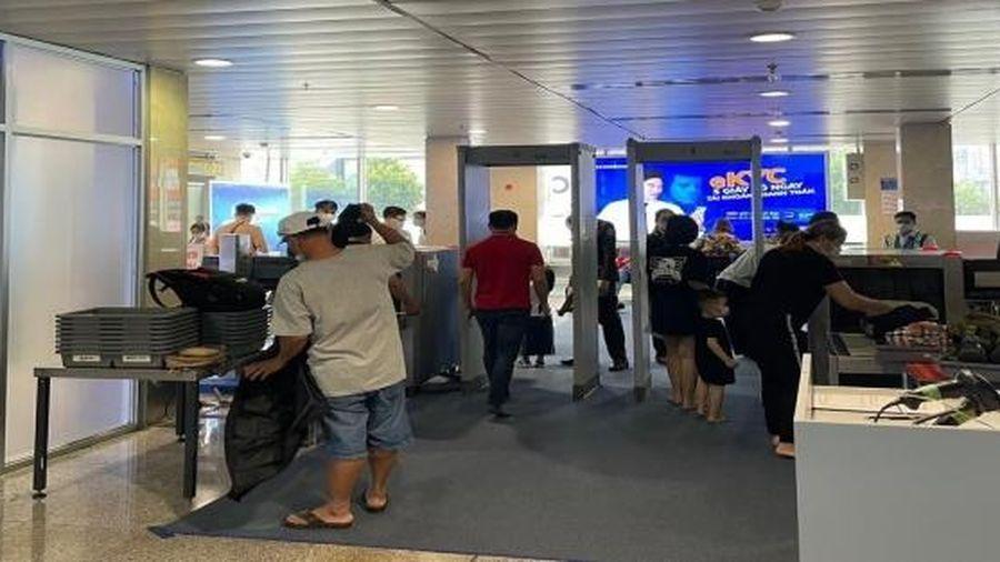 Tăng cường thêm 5 máy soi chiếu an ninh phòng ùn tắc tại sân bay Tân Sơn Nhất