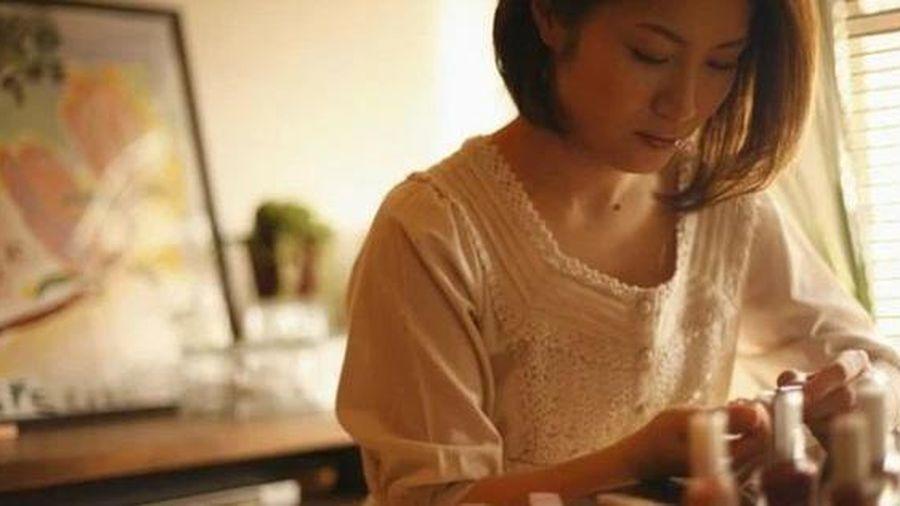 Câu chuyện rửa bát khiến người vợ vừa sinh con quyết định ly hôn và bài học lớn về hôn nhân