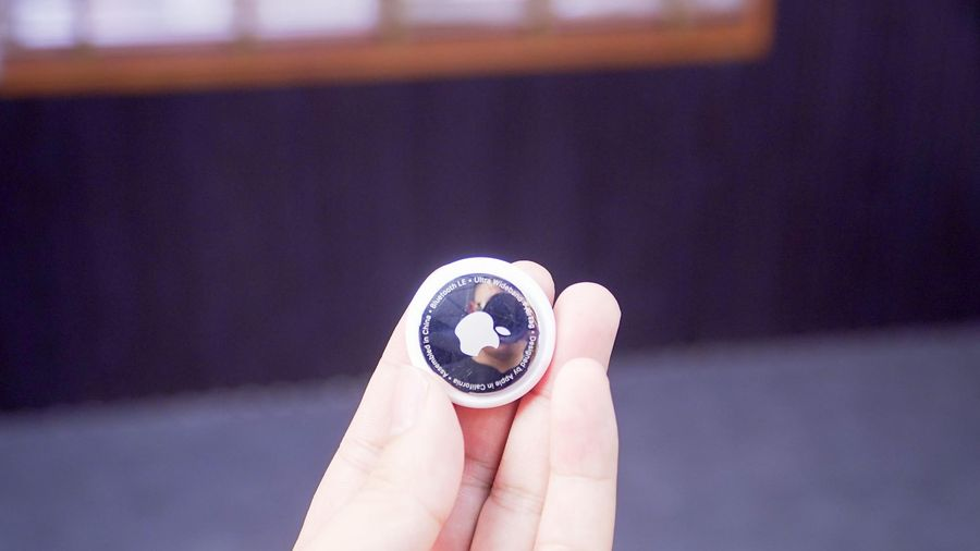 Trên tay Apple AirTag: định vị chính xác từng cm, cực dễ xước, giá 799.000 đồng