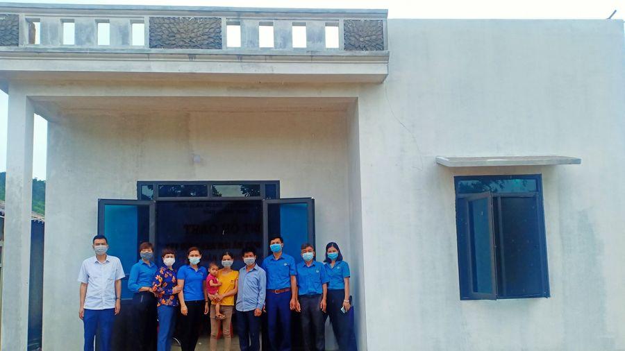 Công đoàn ngành GTVT: Trao hỗ trợ xây Mái ấm công đoàn ở Bình Liêu