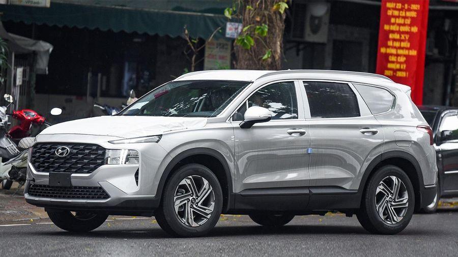 Hyundai Santa Fe 2021 bản xe chở tiền xuất hiện tại Hà Nội