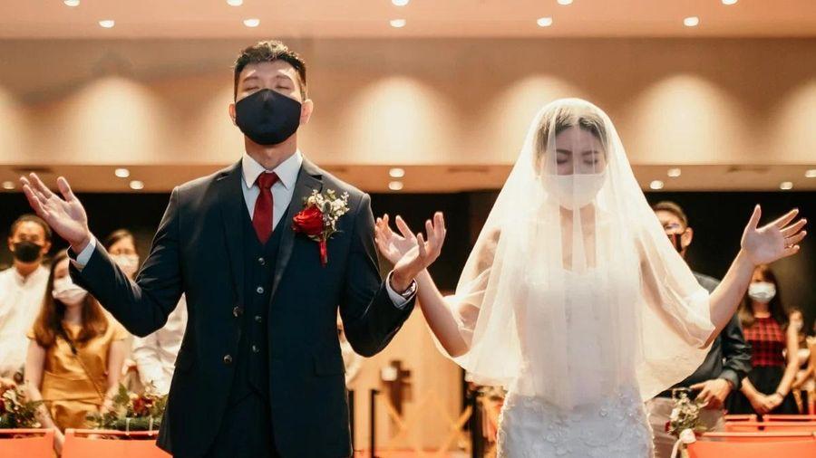 Phát khóc vì phải cưới chạy trong dịch Covid-19