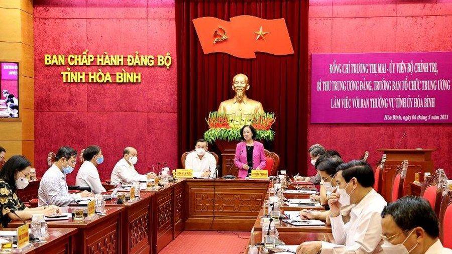 Đồng chí Trương Thị Mai làm việc tại Hòa Bình