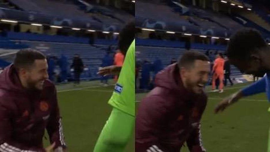 Hazard cười đùa 'mãn nguyện' với cầu thủ Chelsea, cổ động viên nhà nổi giận