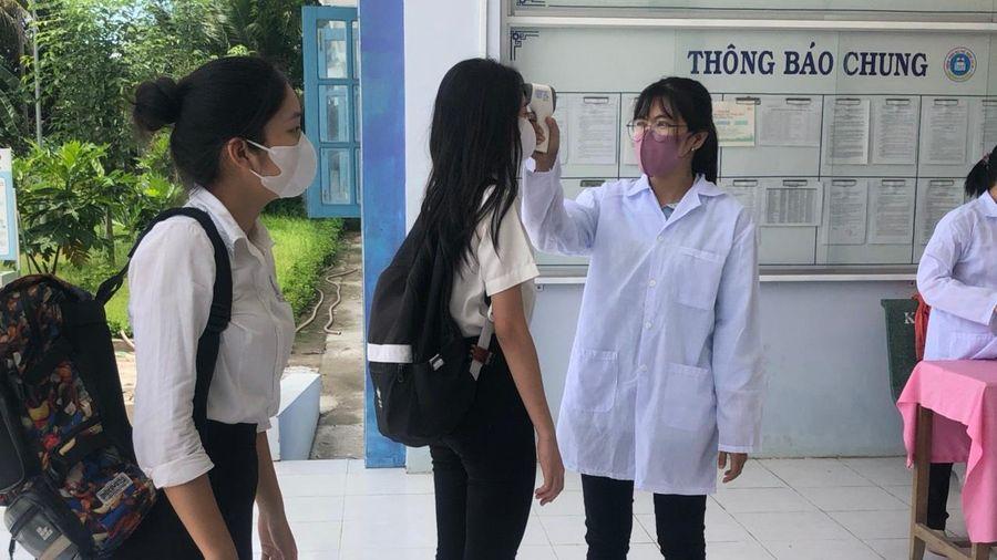 Bến Tre: 278 học sinh và 23 giáo viên cách ly tại nhà vì liên quan ca nhiễm Covid-19