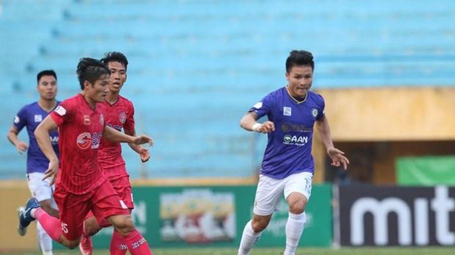 Cách ly đội bóng Sông Lam Nghệ An do có thành viên chung chuyến bay với ca mắc COVID-19,