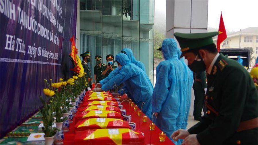 Đón nhận hài cốt liệt sỹ quân tình nguyện và chuyên gia Việt Nam hy sinh tại Lào