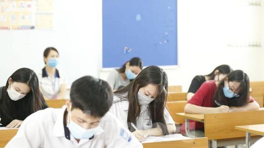 Vụ trưởng Vụ Giáo dục Trung học: Bất khả kháng mới thi trực tuyến