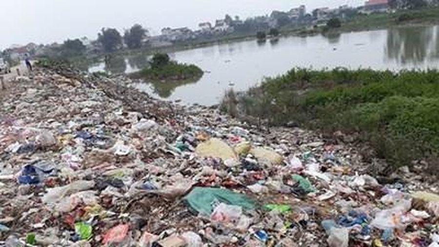 Yên Phong (Bắc Ninh): Khốn khổ vì rác ngập đường quê