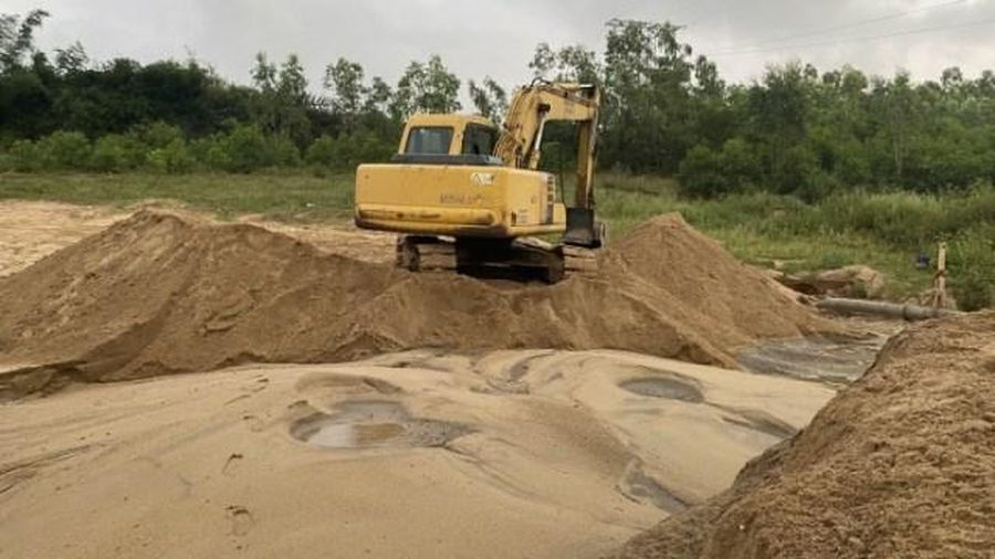 Theo dấu thuyền cát tặc, lần ra 2 bãi cát tập kết cái trái phép 'khủng'