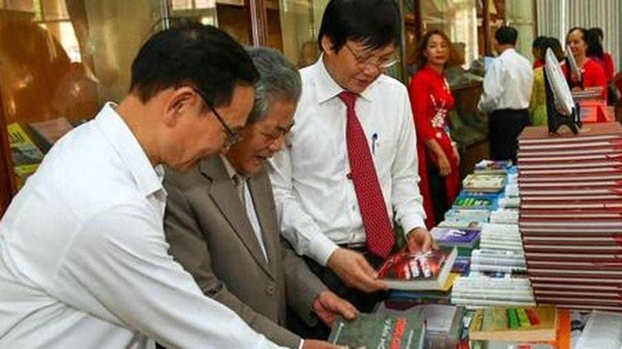 Nhà văn Nguyễn Uyển: Một tấm lòng chan chứa nghĩa tình