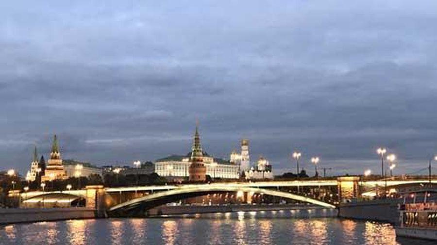 Ngắm những tòa nhà đẹp lộng lẫy soi bóng trên dòng sông Moskva