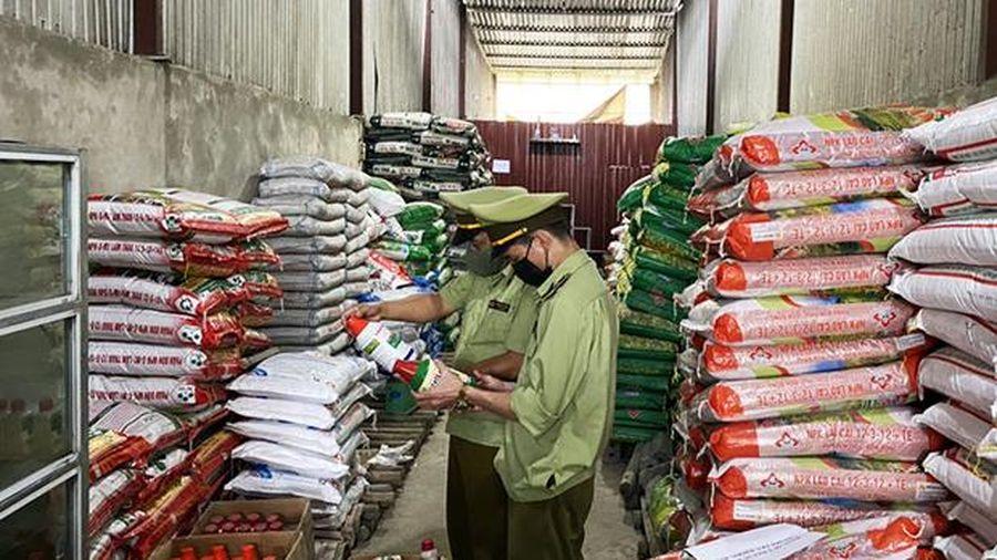 Hà Giang: Thu giữ gần 4.000 sản phẩm thuốc trừ cỏ, trừ sâu hết hạn sử dụng