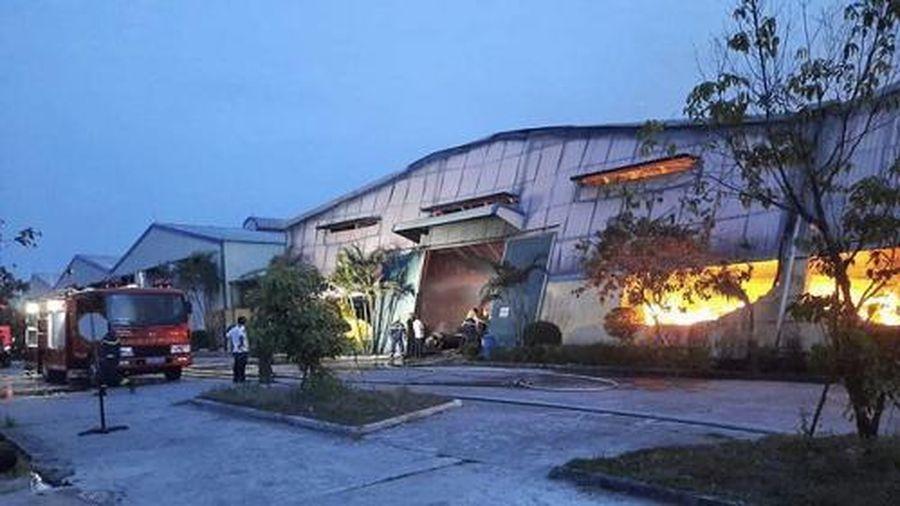 TT-Huế: Cháy lớn thiêu rụi toàn bộ hàng hóa, máy móc khu nhà xưởng sản xuất bao bì