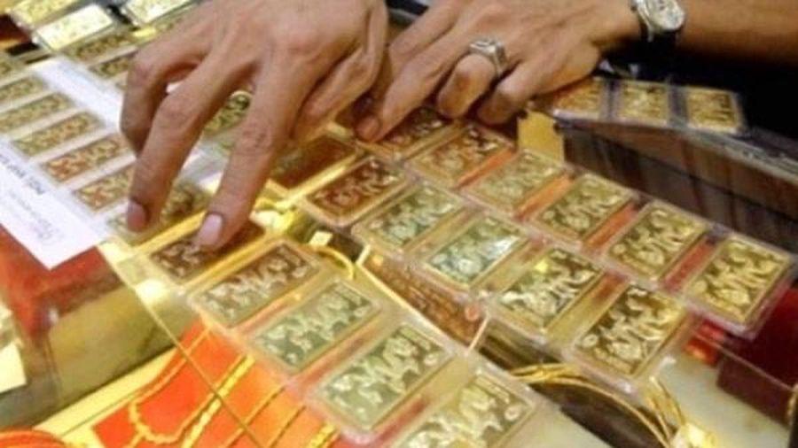 Giá vàng trong nước chỉ tăng 120.000 đồng/lượng trong khi vàng thế giới tăng gần 400.000 đồng/ounce