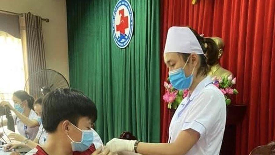 Thị xã Nghi Sơn có 1.860 người được tiêm vắc - xin phòng COVID-19 trong đợt 1