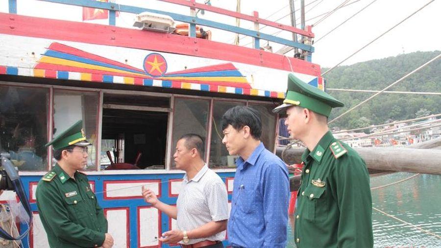 Ban Chỉ huy Biên phòng Cửa khẩu Cảng Nghi Sơn vận động ngư dân chấp hành tốt pháp luật