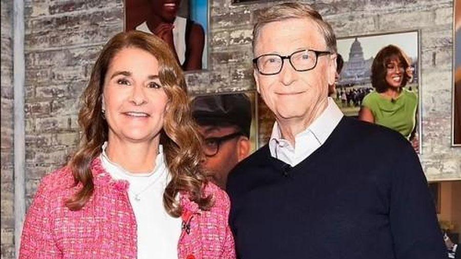 Tỷ phú Bill Gates nhanh chóng phân chia tài sản, bước đầu chuyển 2,4 tỷ USD cổ phần cho bà Melinda
