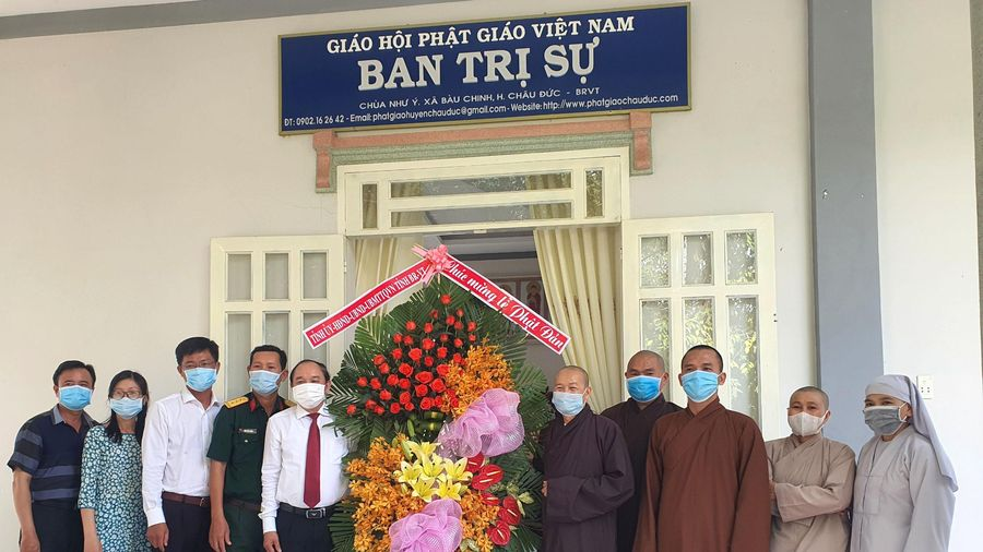 Thăm, tặng quà các tổ chức và chức sắc tôn giáo