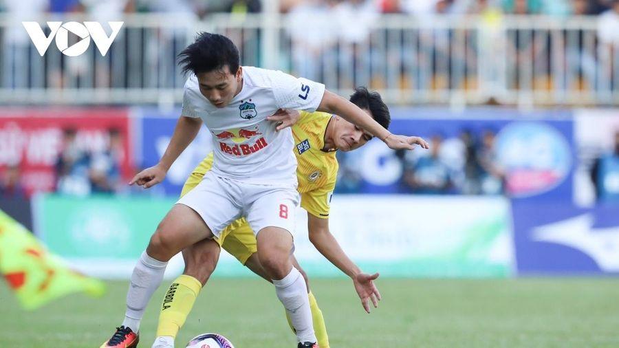 Chính thức: Hoãn toàn bộ 7 trận đấu vòng 13 V-League 2021