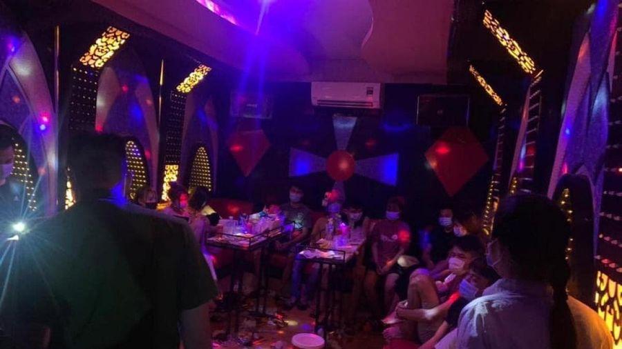 13 thanh niên tụ tập 'bay lắc' trong quán karaoke ở Hà Nội