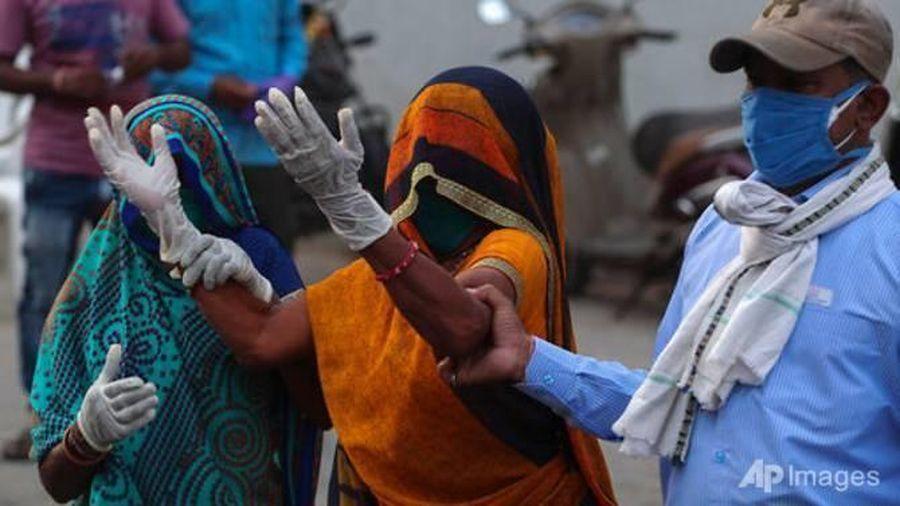 COVID-19 đẩy 230 triệu người ở Ấn Độ vào cảnh nghèo đói