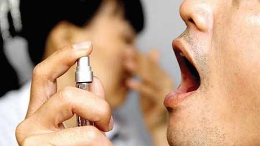 Có nên dùng thuốc xịt thơm miệng thường xuyên?