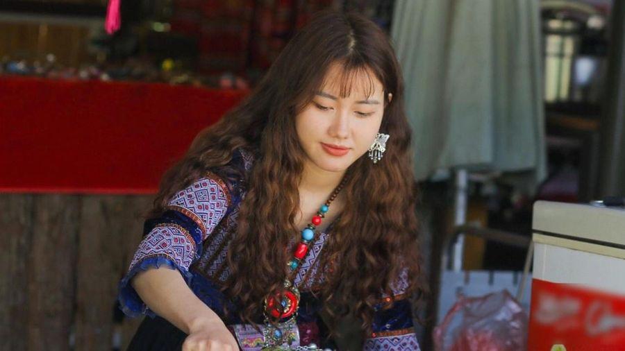 Cô gái Mông được chú ý nhờ bức ảnh của người lạ