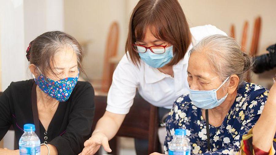 Chăm sóc thể chất và tinh thần người cao tuổi