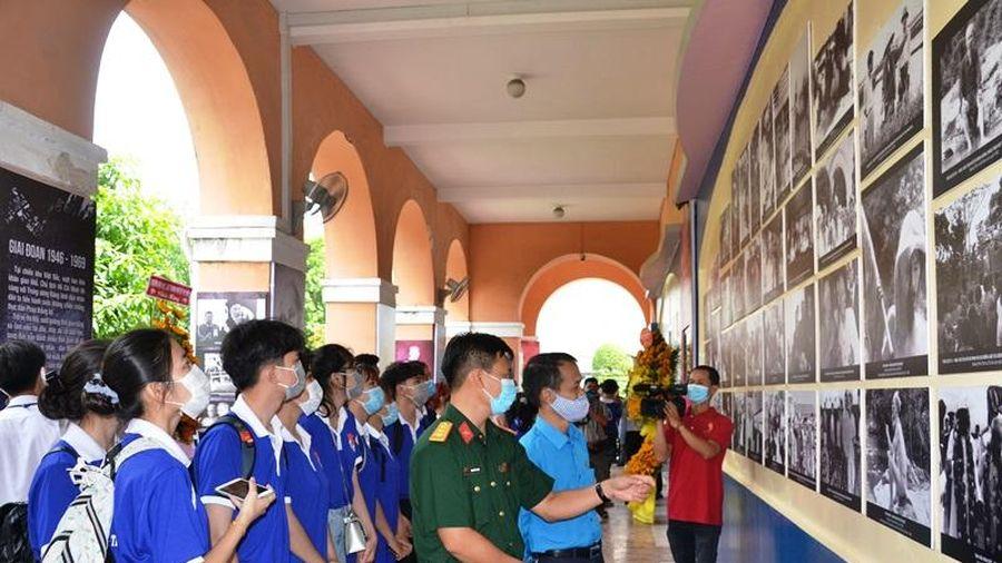 Triển lãm 'Hình ảnh và hình tượng Chủ tịch Hồ Chí Minh trong các tác phẩm điện ảnh'