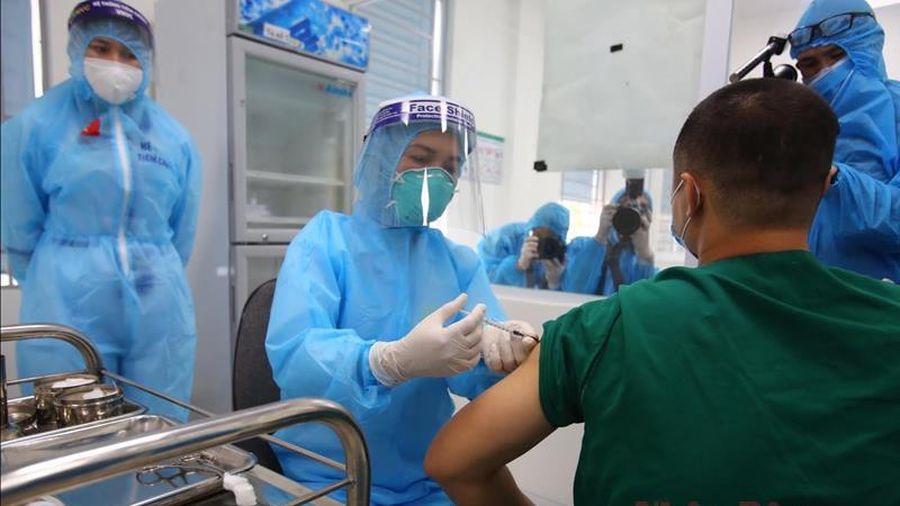 Hà Nội tổ chức tiêm miễn phí vaccine phòng Covid-19 cho người từ 18 đến 65 tuổi