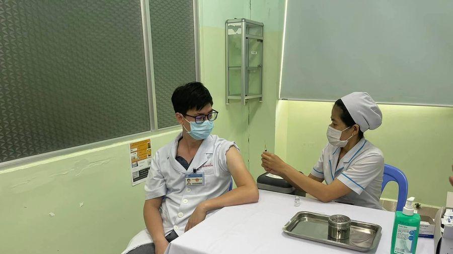 Một ca tử vong sau tiêm vaccine do sốc phản vệ trên nền cơ địa dị ứng non steroid