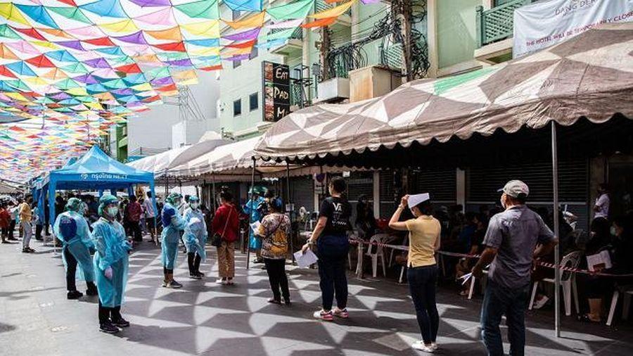 Trong 'bão Covid-19', nhiều người Thái Lan bàn cách rời khỏi đất nước