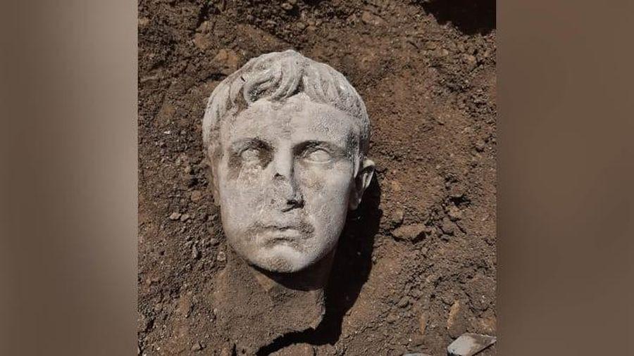 Ngỡ ngàng tìm thấy tượng đá cẩm thạch 2.000 năm tuổi của vị hoàng đế La Mã đầu tiên