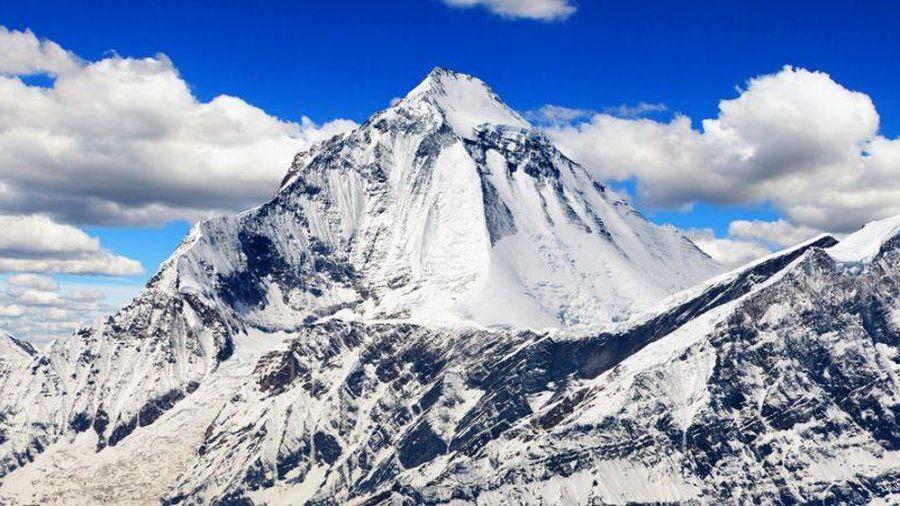 Sau Everest, thêm đỉnh núi nổi tiếng trên dãy Himalaya hết 'miễn nhiễm' trước COVID-19