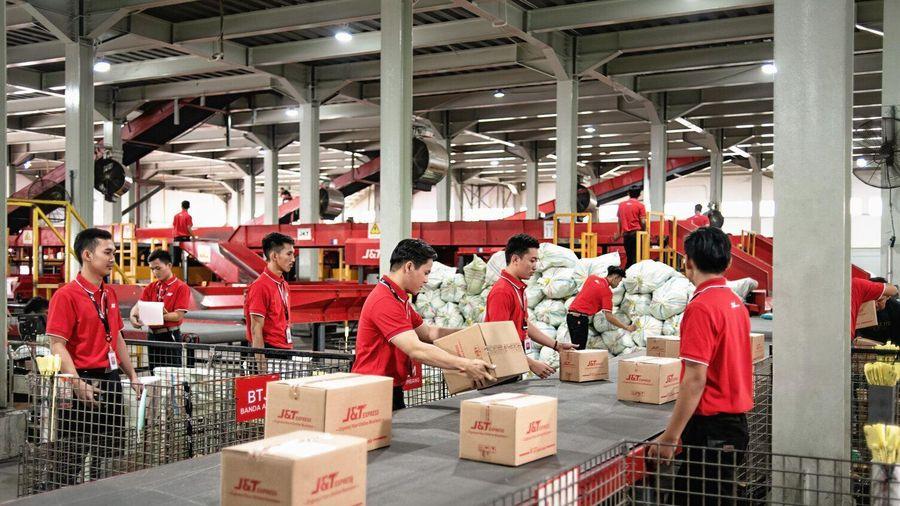 Công ty giao nhận Trung Quốc oằn mình gánh lỗ trong cuộc đua đốt tiền