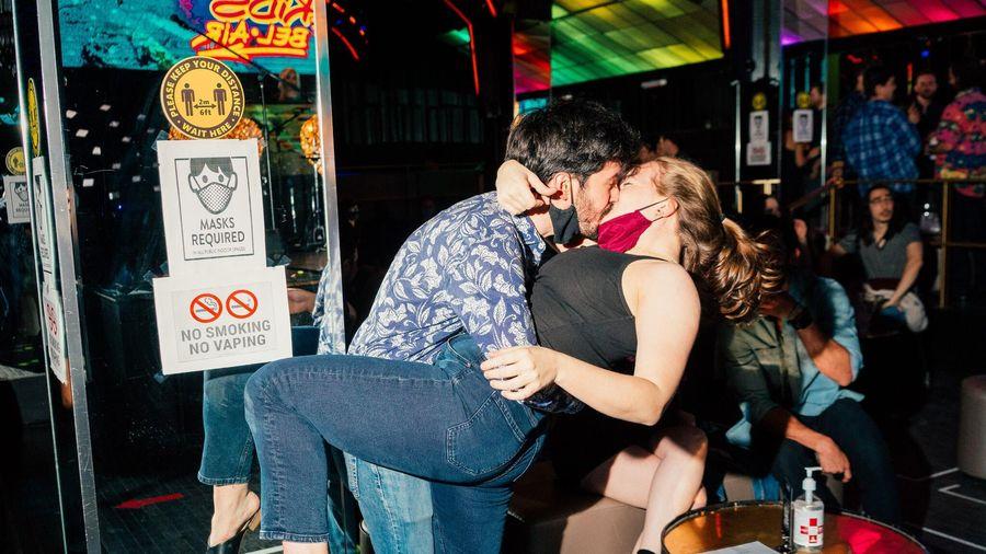 Người Mỹ nóng lòng tiệc tùng trở lại sau khi tiêm vaccine