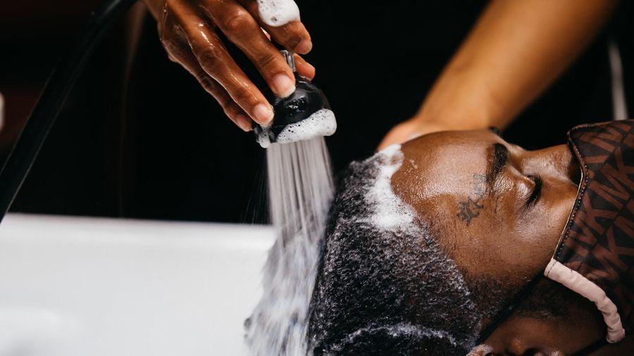 Covid-19 khiến mọi người tắm ít hơn