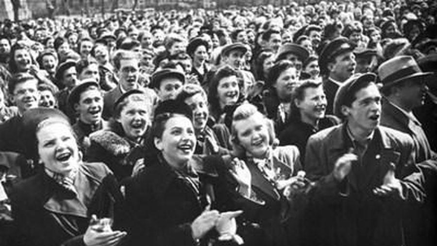 Không khí mừng chiến thắng phát-xít của người dân Liên Xô 76 năm trước
